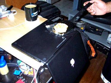 Utilísima Satelital: Cocinando un huevo con un MacBook