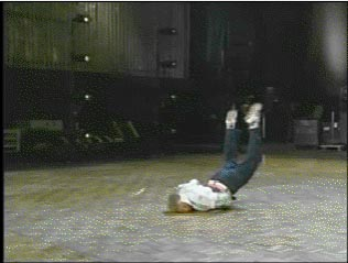 Tremenda caída de jeta al piso