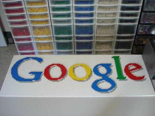 El logo de Google hecho en LEGO