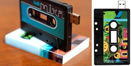 Pendrive retro con forma de cassette