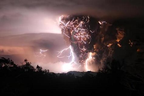 Fotos del Volcán Chaitén en erupción