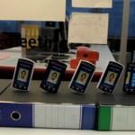 Jugando con Smartphones como si fueran fichas de dominó