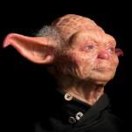 Escultura de Yoda en versión humana y anciano