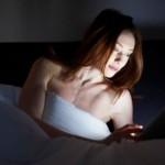 Se duerme mejor con un libro impreso que una tablet